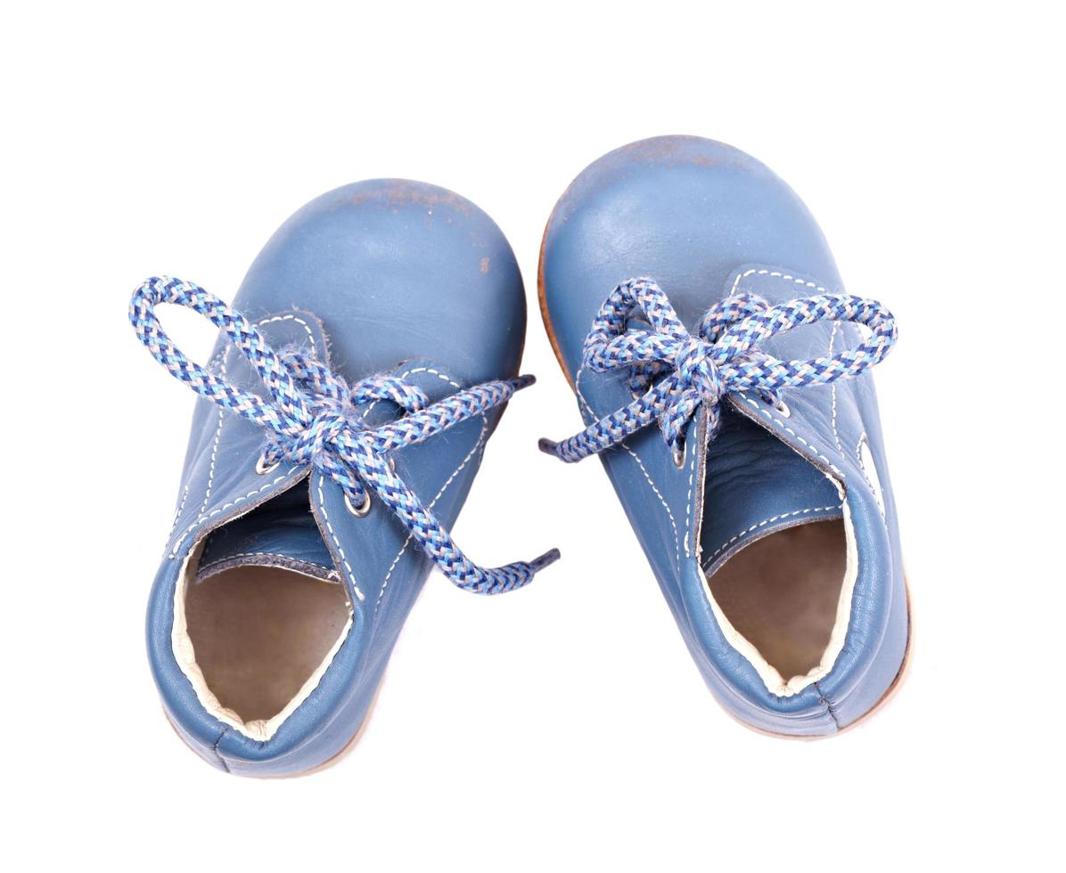 zapatos de bebe azul foto