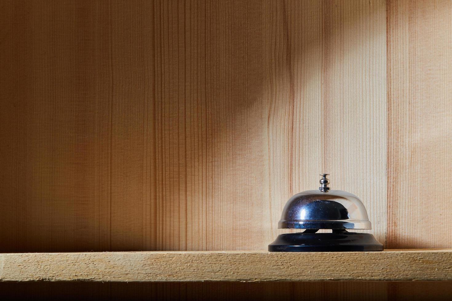 campana de servicio en un estante foto
