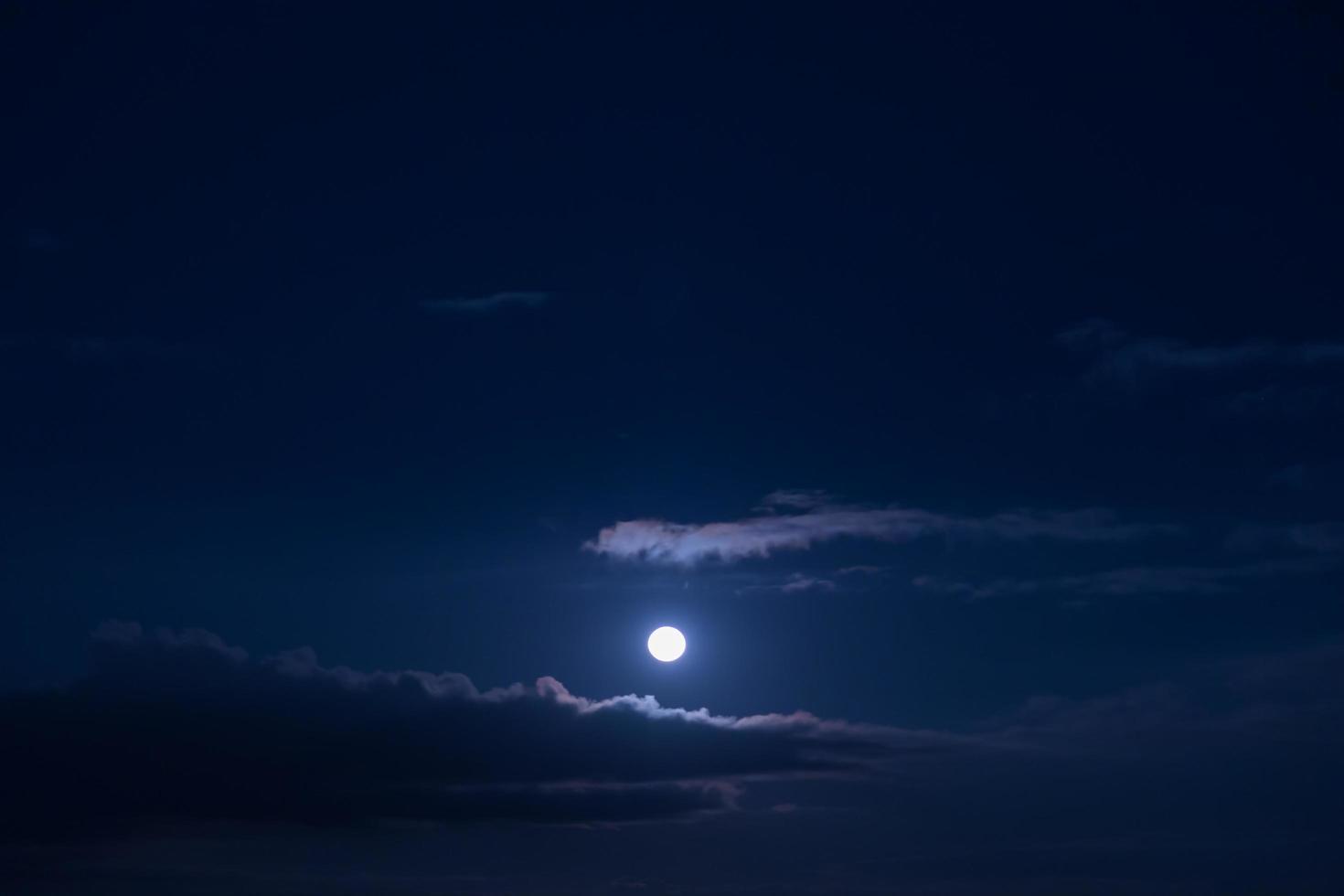 luna llena en el cielo foto