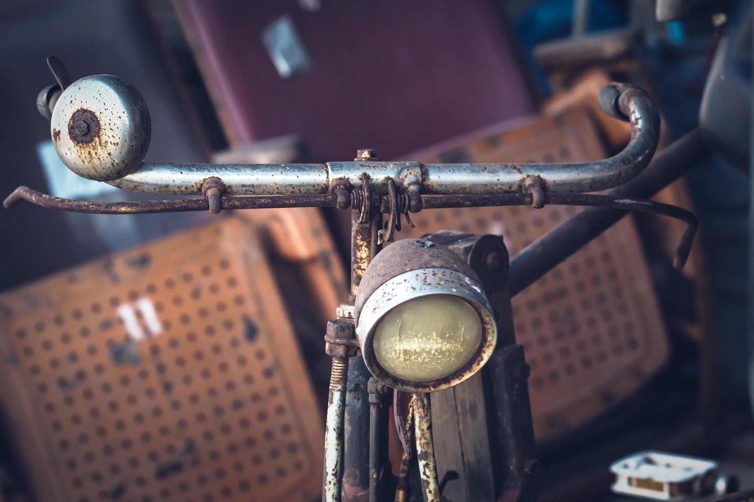Manillar de bicicleta oxidado viejo retro foto