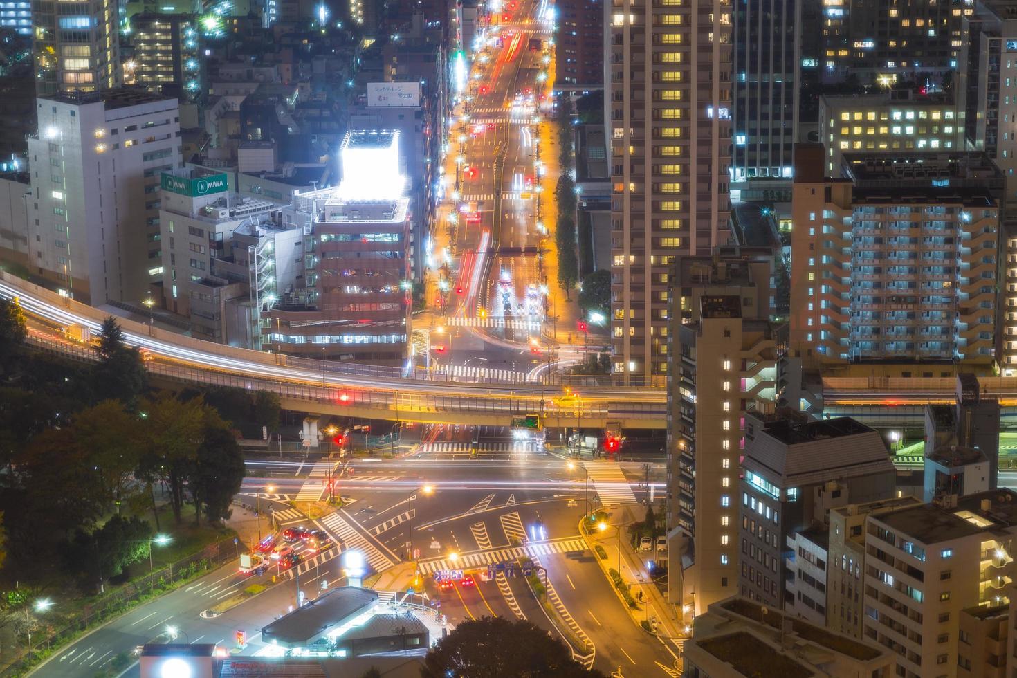 ciudad de tokio por la noche foto