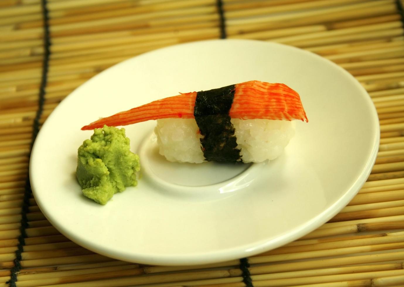 sashimi en un plato foto