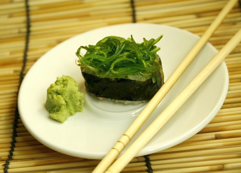 rollo de sushi fresco foto