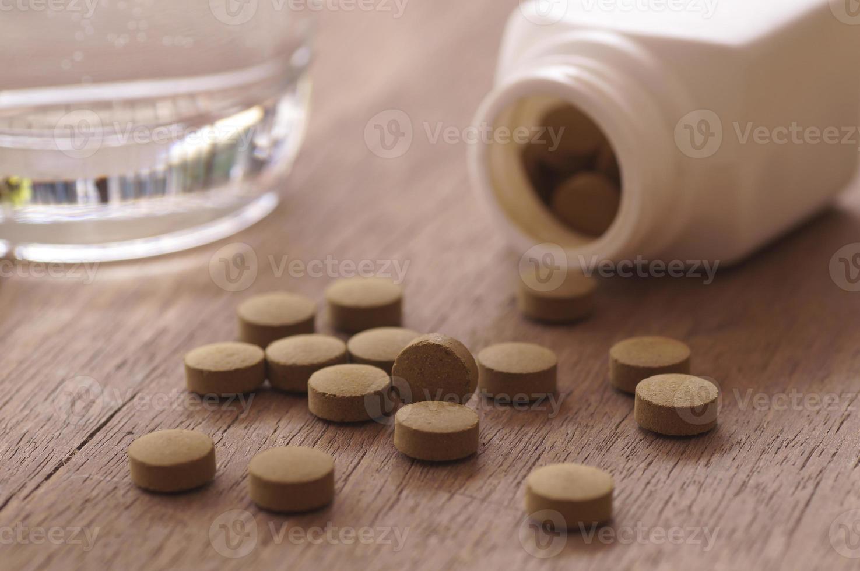 medicina a base de hierbas en pastilla foto