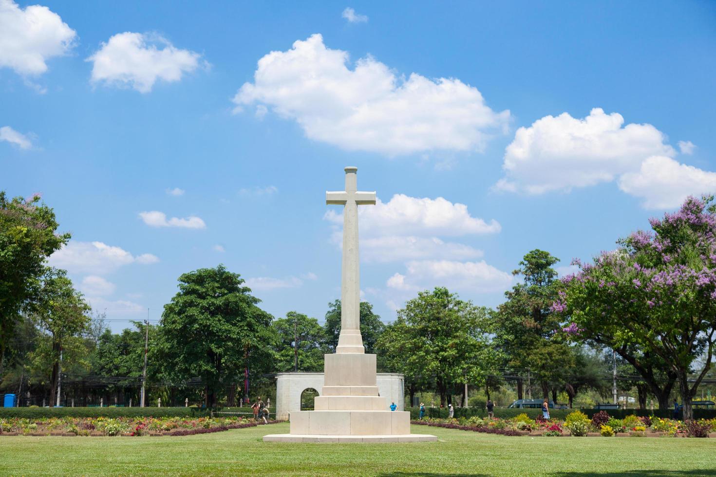 cruz en el cementerio foto