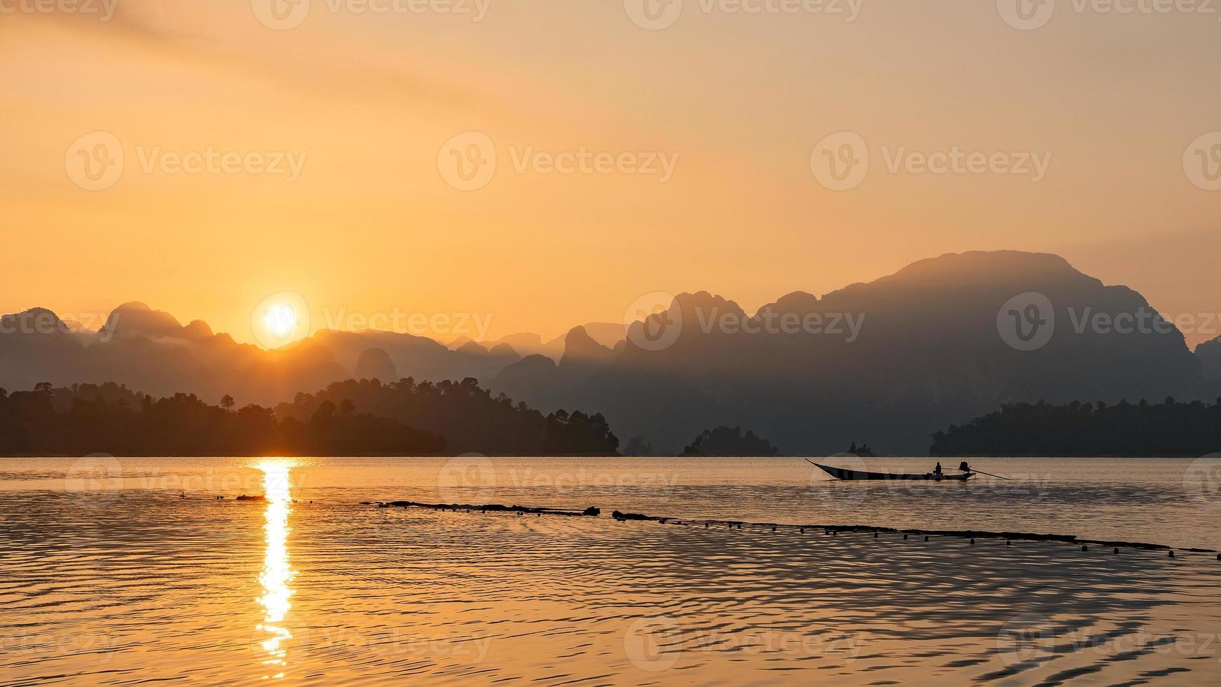 barco en el sur de tailandia foto