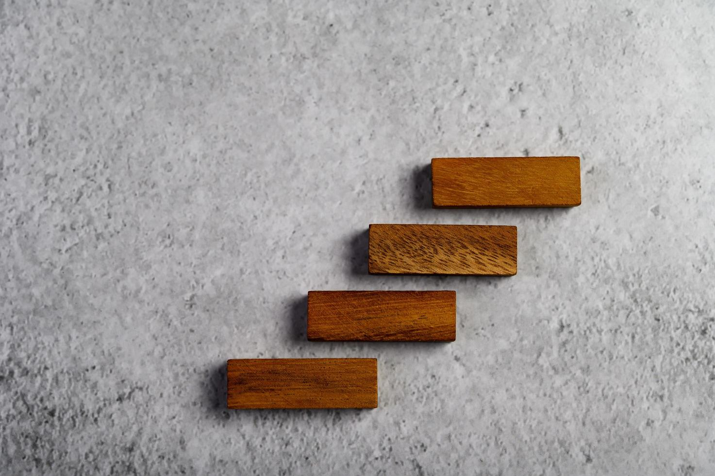 bloques de madera, utilizados para juegos de dominó foto
