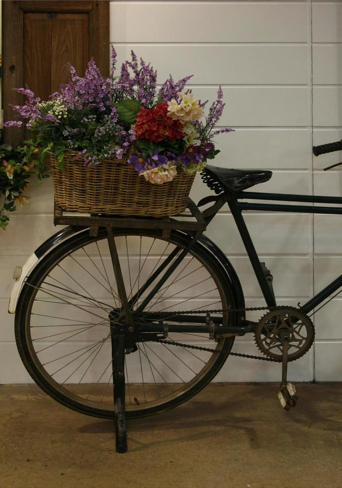 bicicleta y flores foto