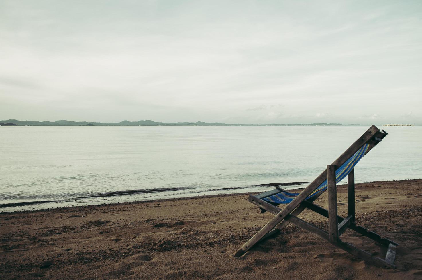 mar con sillas de playa resort foto