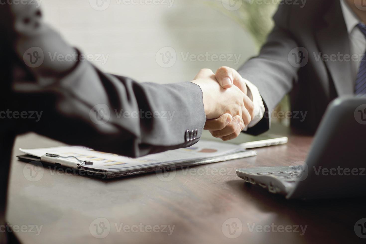 negociaciones y concepto de éxito empresarial foto