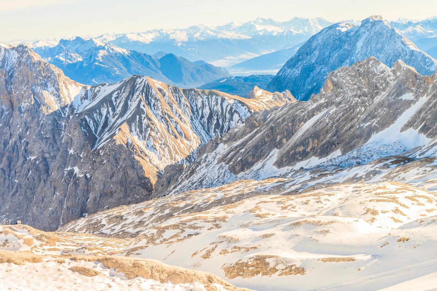 Estación de esquí del glaciar Zugspitze en Alpes bávaros foto