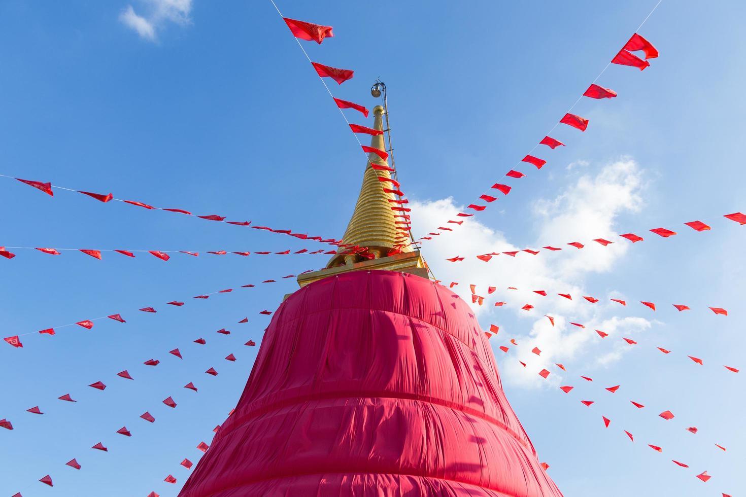 templo de la montaña pagoda en bangkok foto