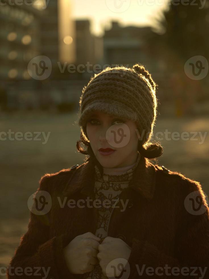retrato de mujer joven hermosa, de cerca al aire libre foto