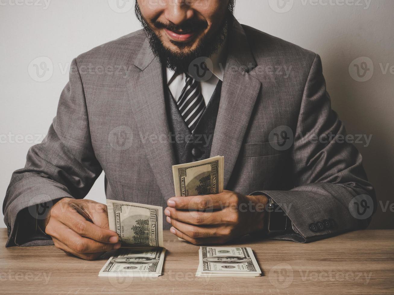 feliz, hombre de negocios, con, dólar, billetes foto