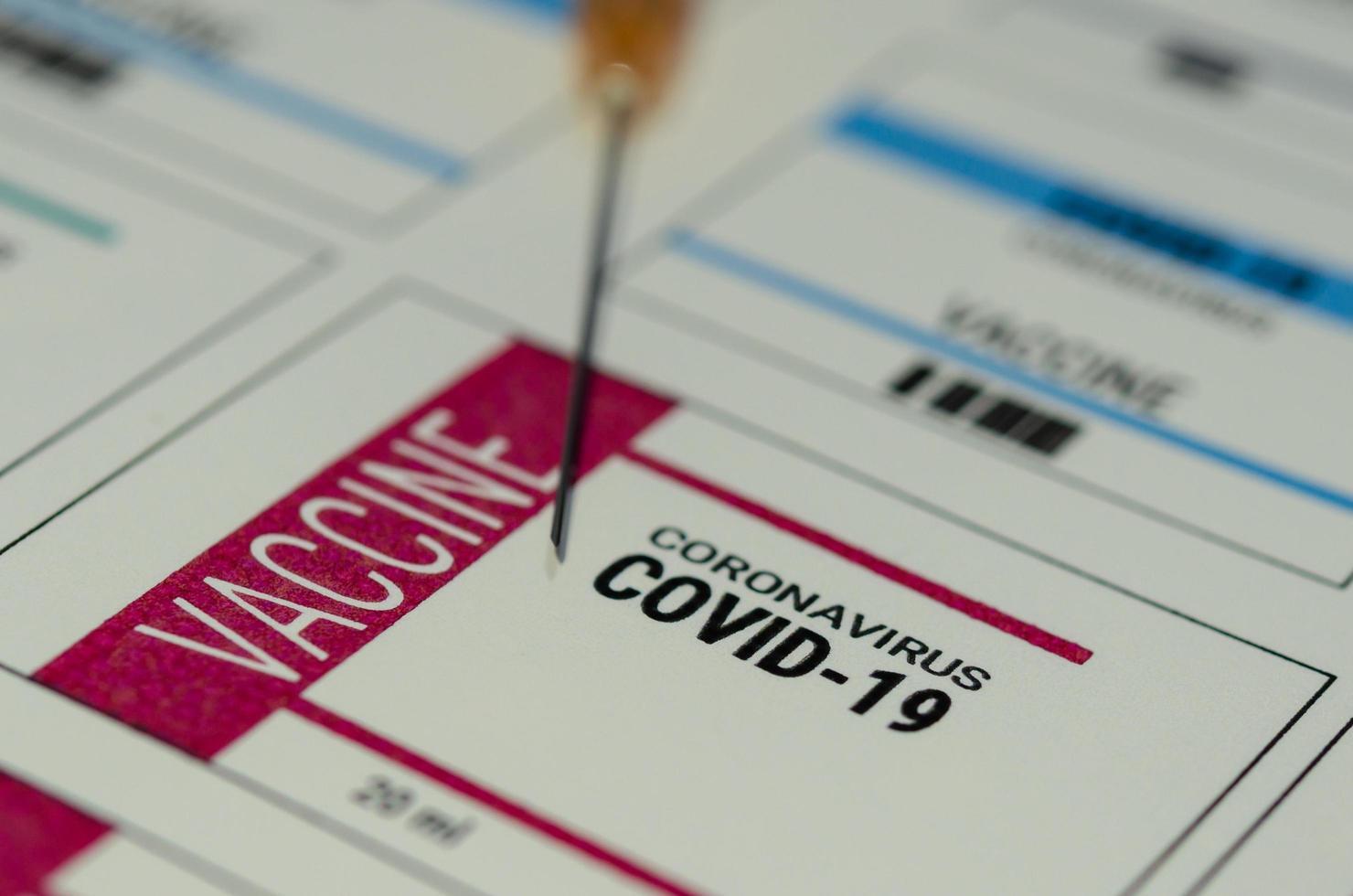 una etiqueta de vacuna contra el coronavirus para el covid-19 foto