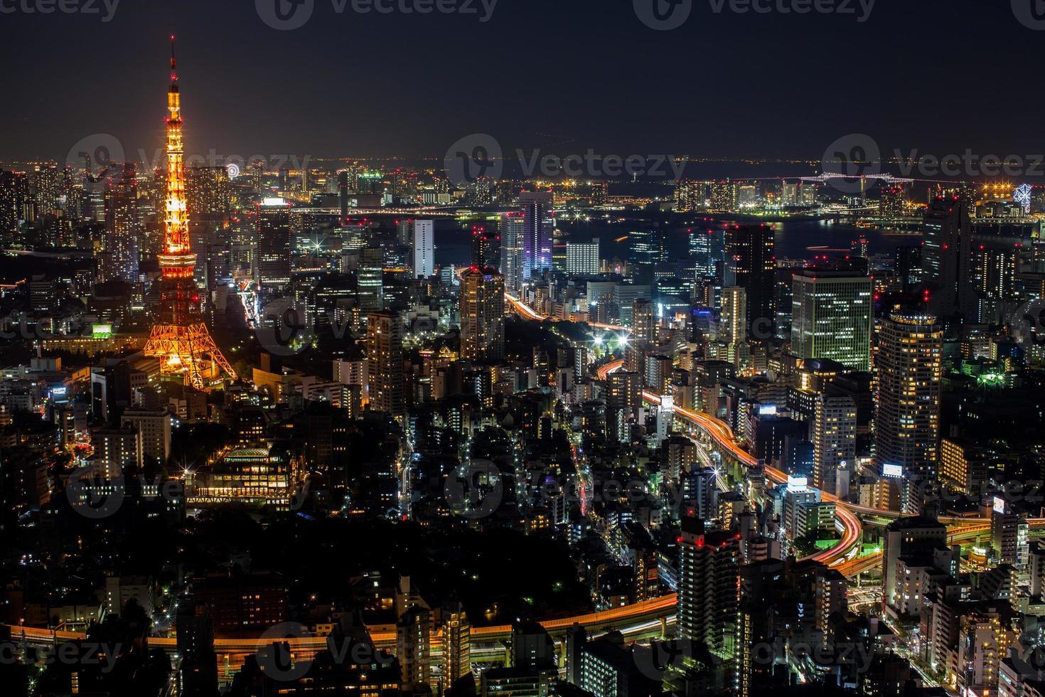 colorido paisaje urbano en la noche foto