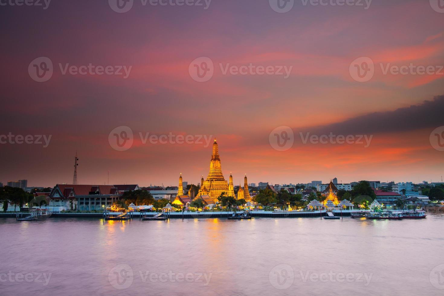 Bangkok, Tailandia, 2020 - Wat Arun al atardecer foto
