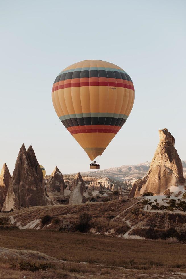 hermoso globo aerostático en capadocia foto