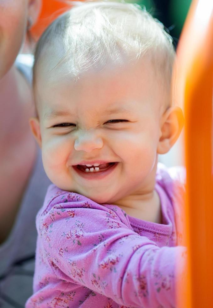 hermoso bebé sonriendo foto