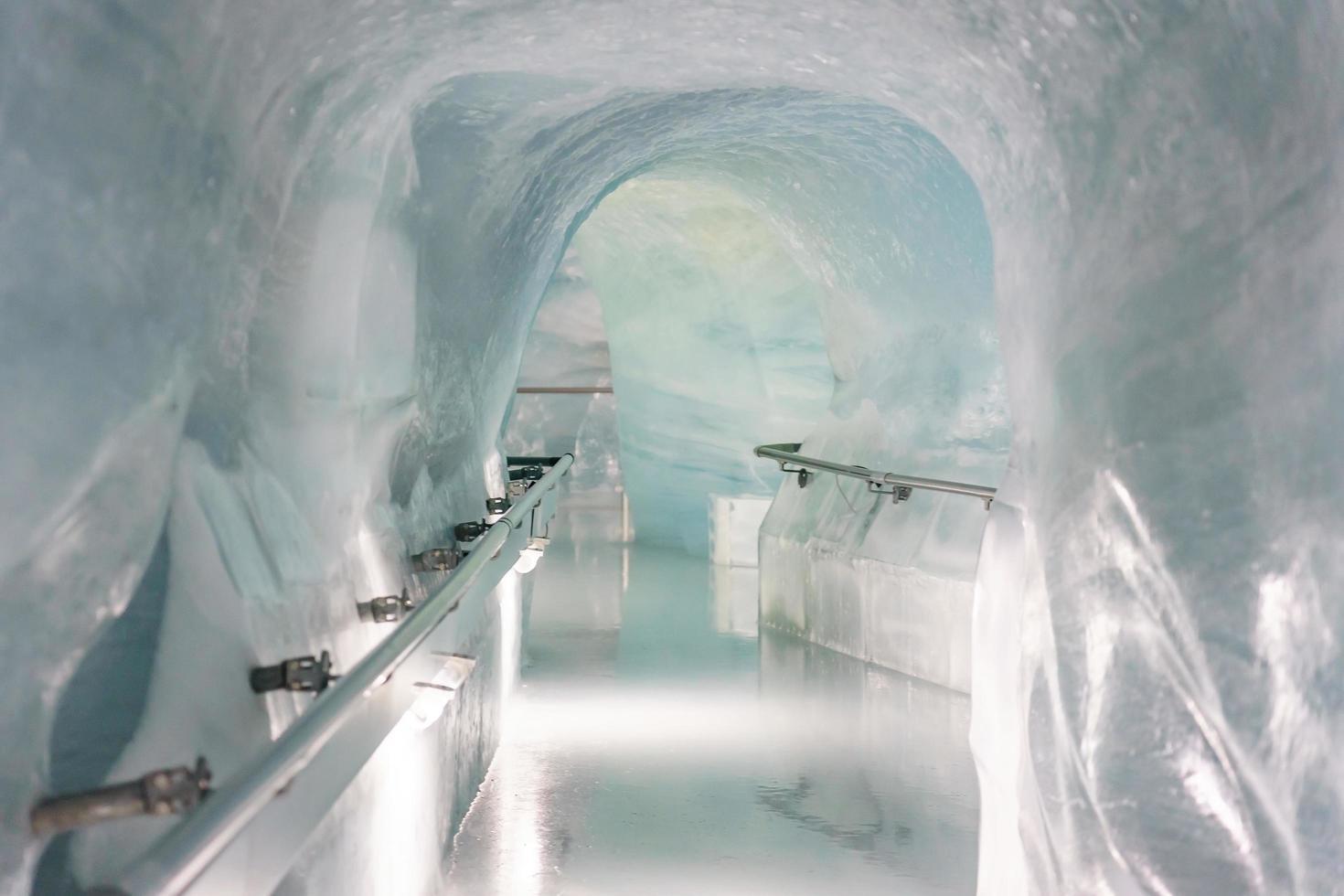 Palacio de hielo de la estación de Jungfraujoch en Jungfrau, Suiza foto