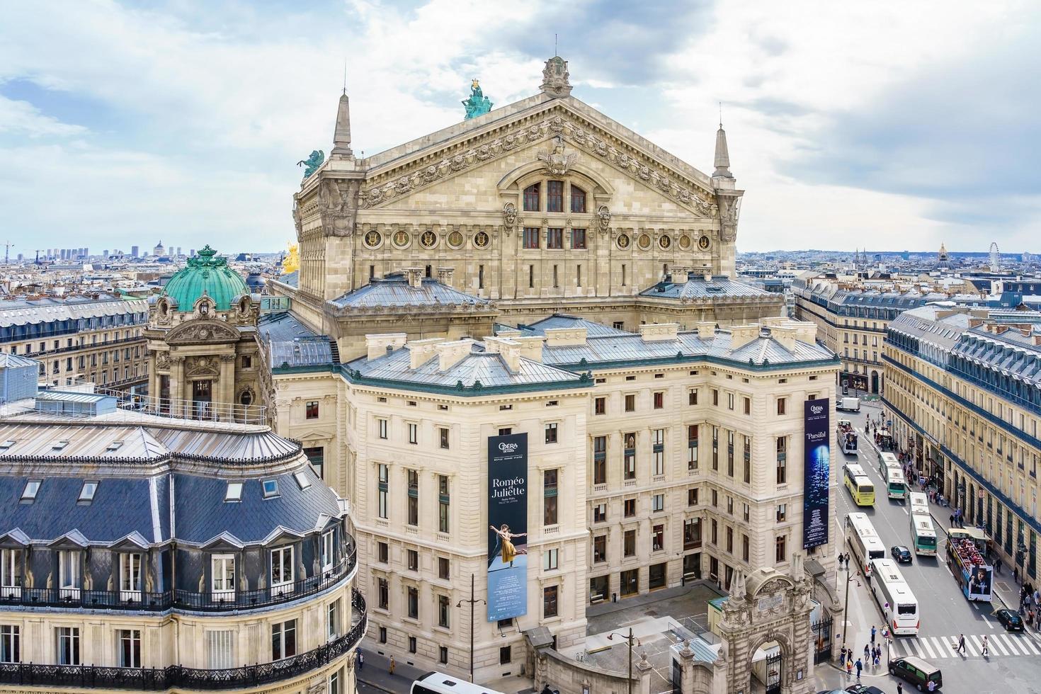 vista aérea de la ópera garnier en parís, francia, 2018 foto