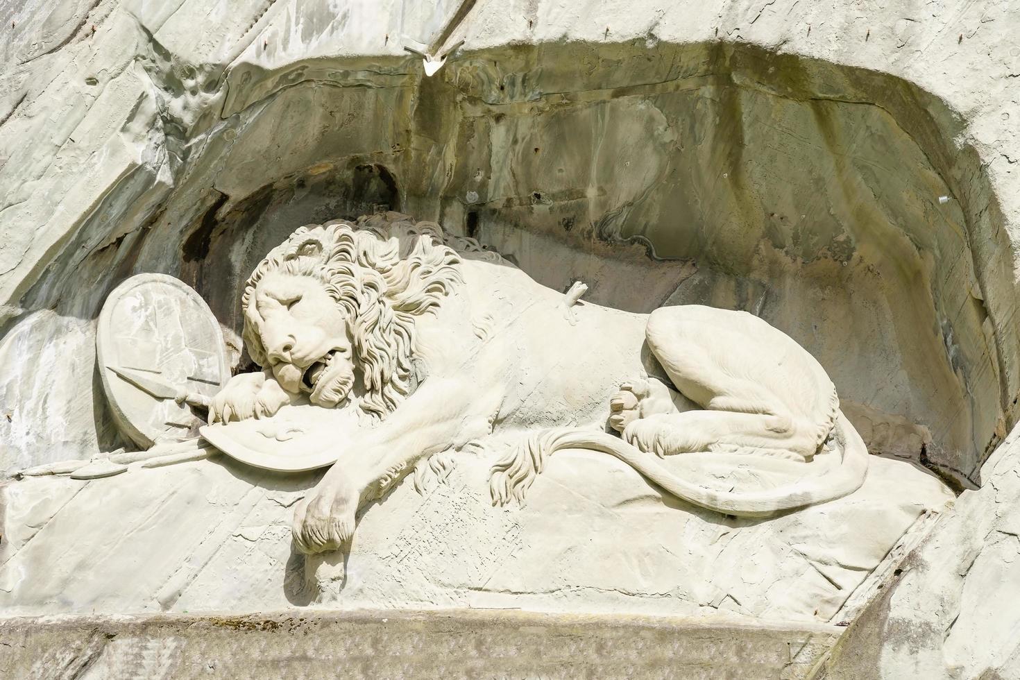 El monumento del león o el león de Lucerna es un relieve rocoso en Lucerna, Suiza foto