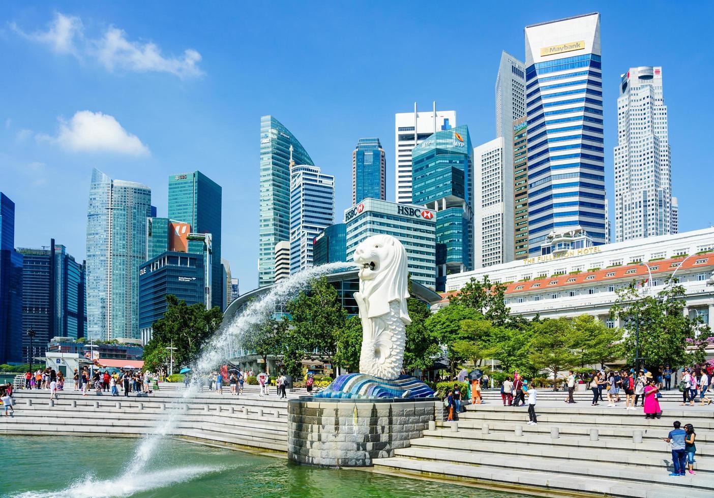 Fuente de la estatua de Merlion en Merlion Park en Singapur, 2018 foto