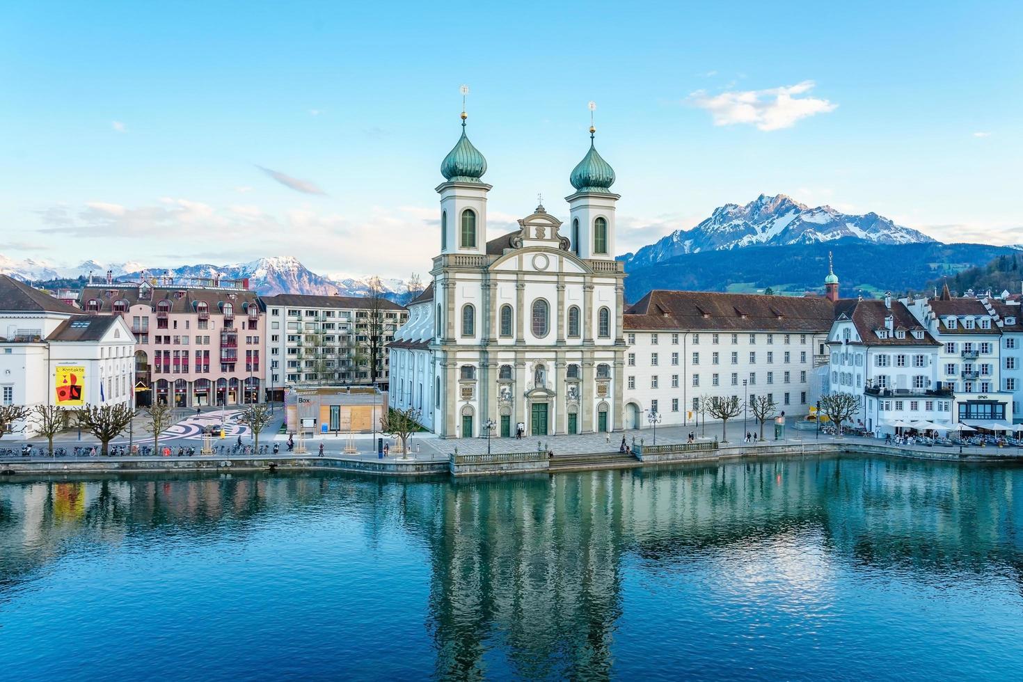 Iglesia de los jesuitas en Lucerna, Suiza foto