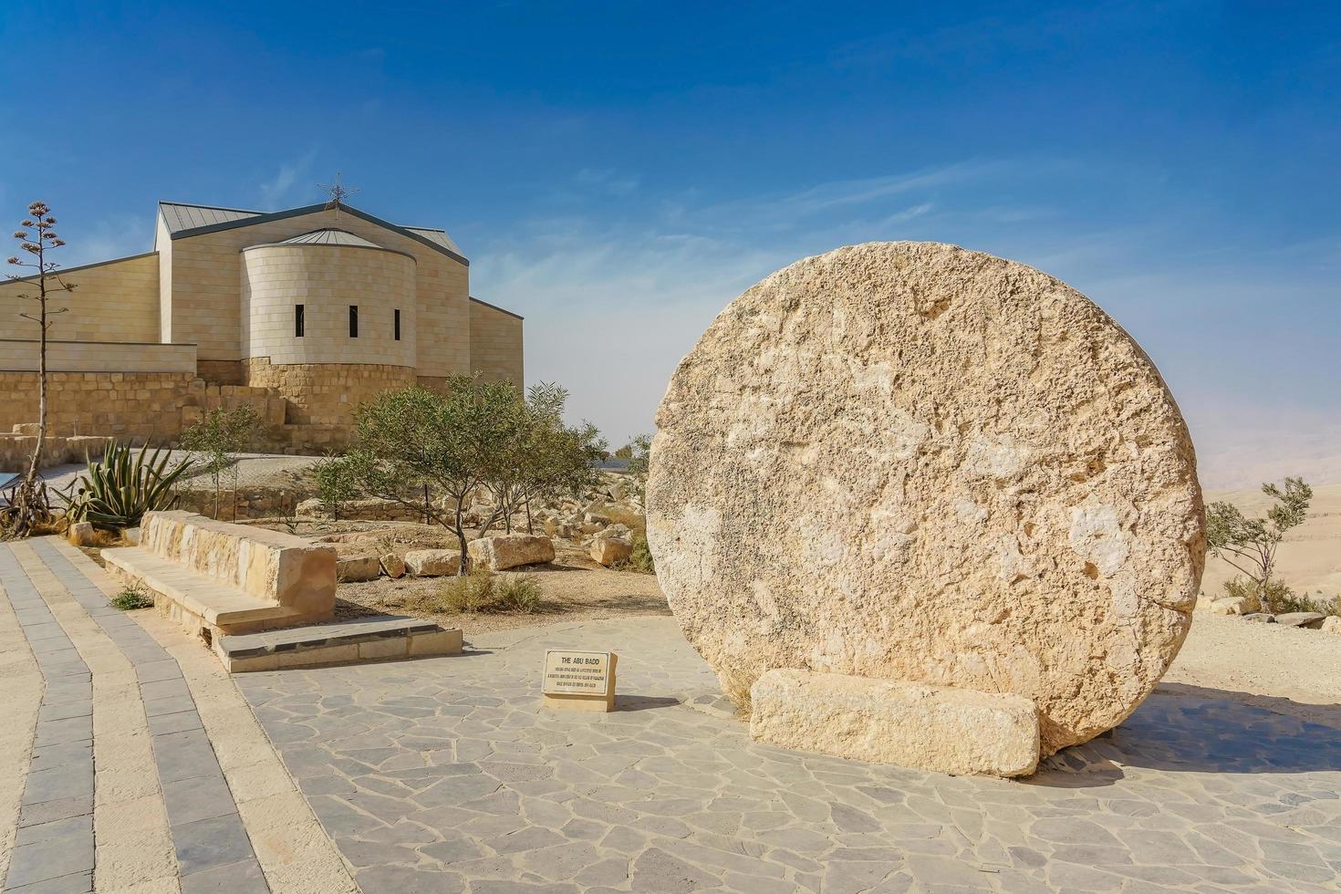 La iglesia memorial de Moisés en el monte Nebo, Jordania foto