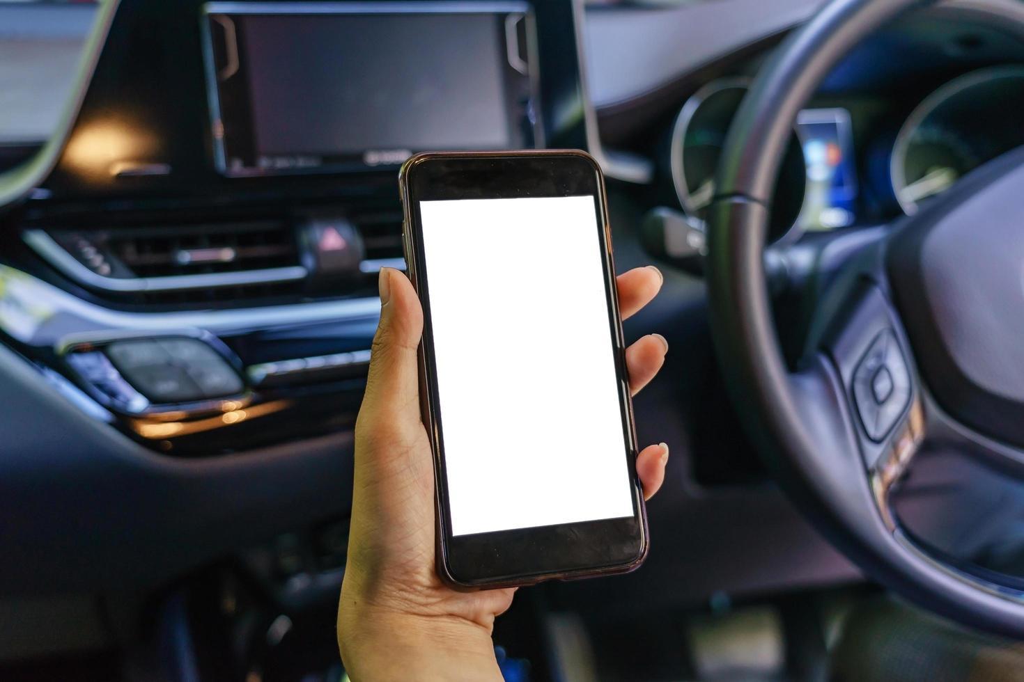 Vista frontal del teléfono inteligente moderno con pantalla en blanco foto