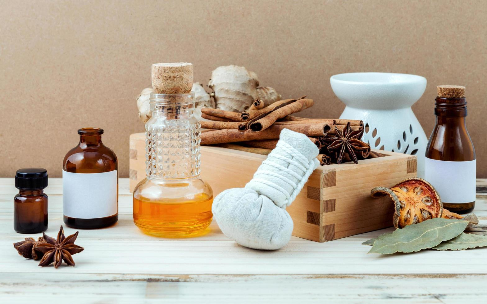 aceites esenciales con artículos de spa foto