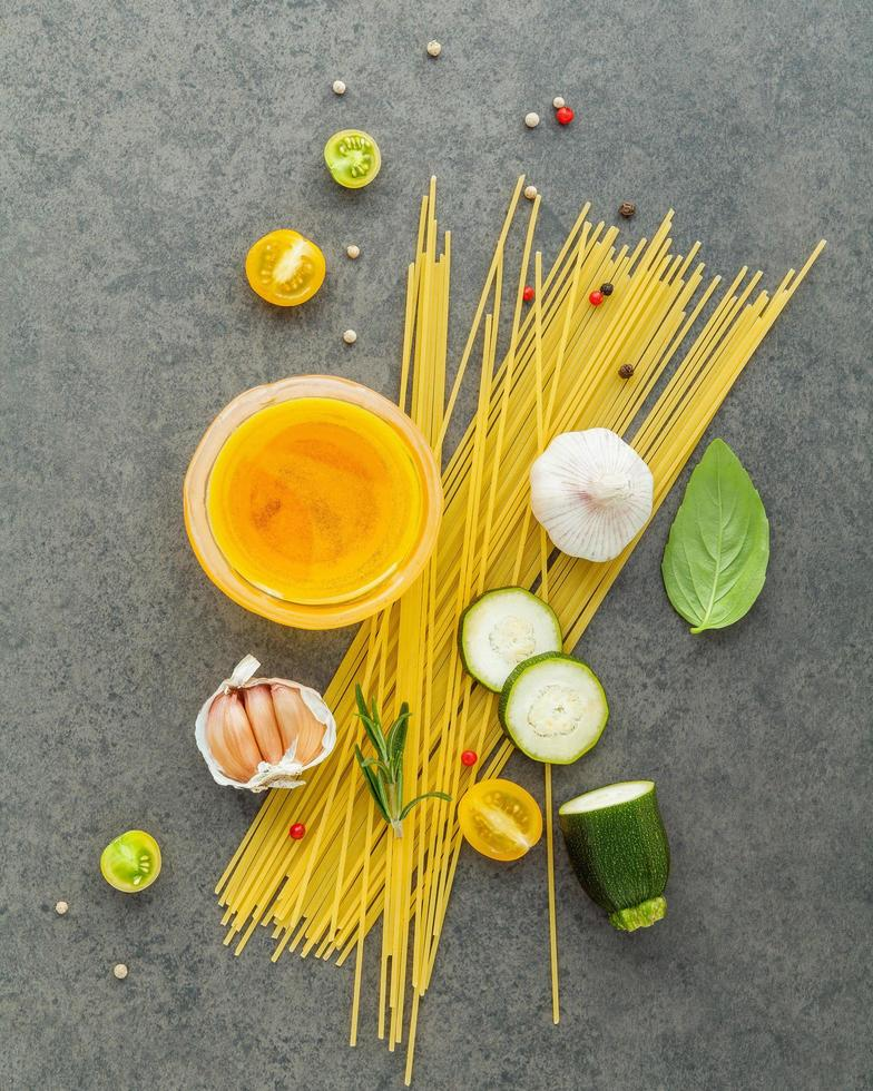 Spaghetti with ingredients photo