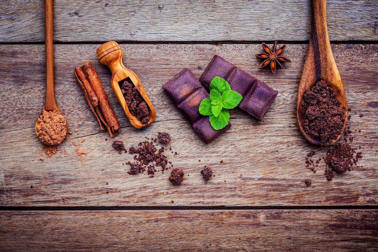 Ingredientes de postre sobre un fondo de madera foto