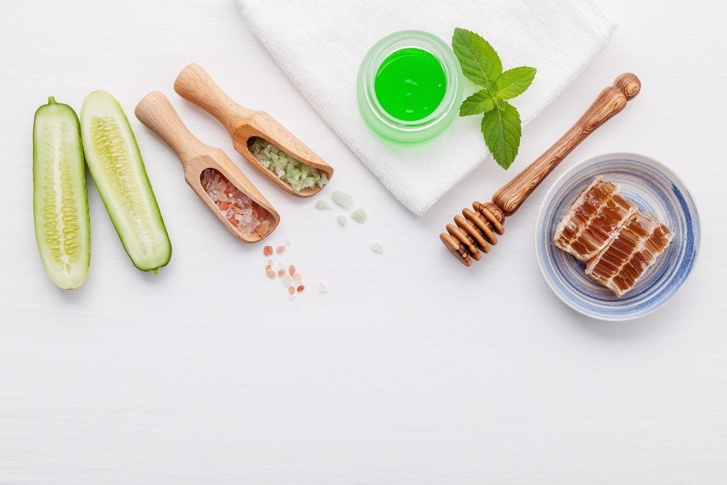 productos naturales para el cuidado de la piel a base de hierbas foto