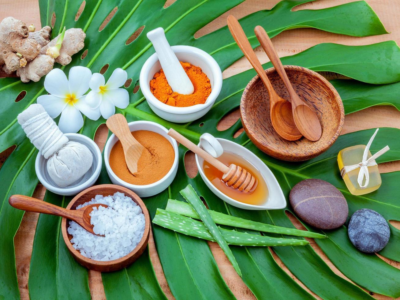 ingredientes de spa en hojas verdes foto