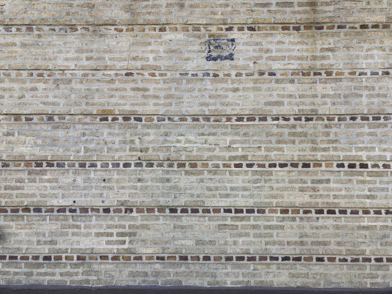 pared de ladrillo amarillo foto