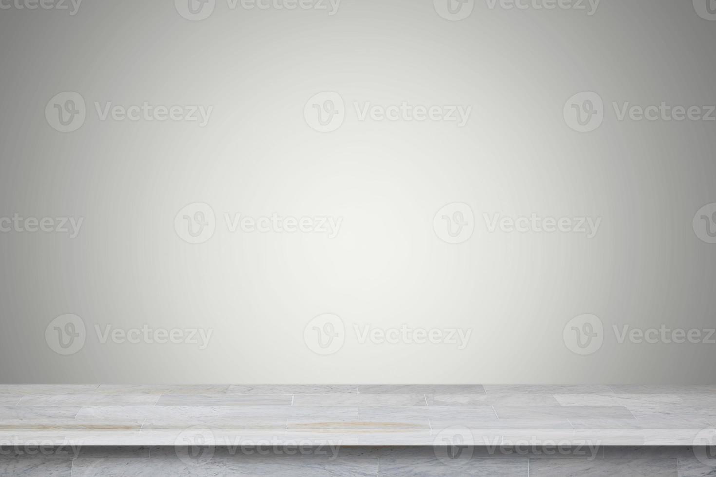 Estante de mármol blanco sobre fondo gris foto