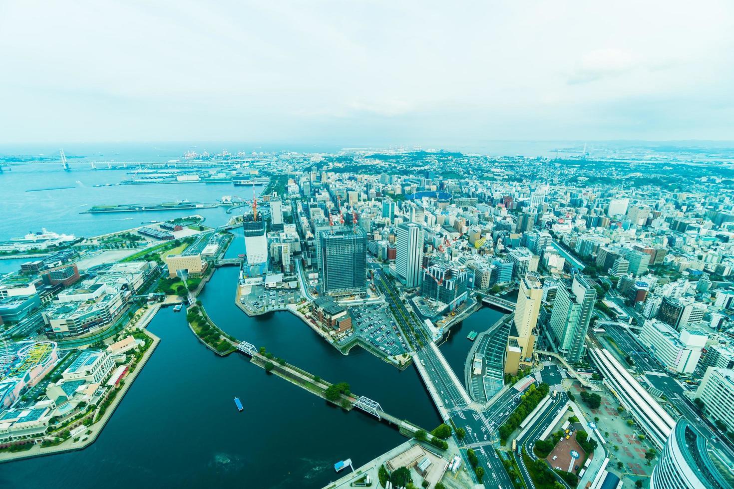 hermosos edificios en la ciudad de yokohama foto