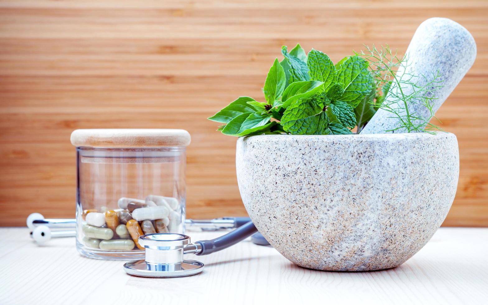 medicina alternativa a base de hierbas foto