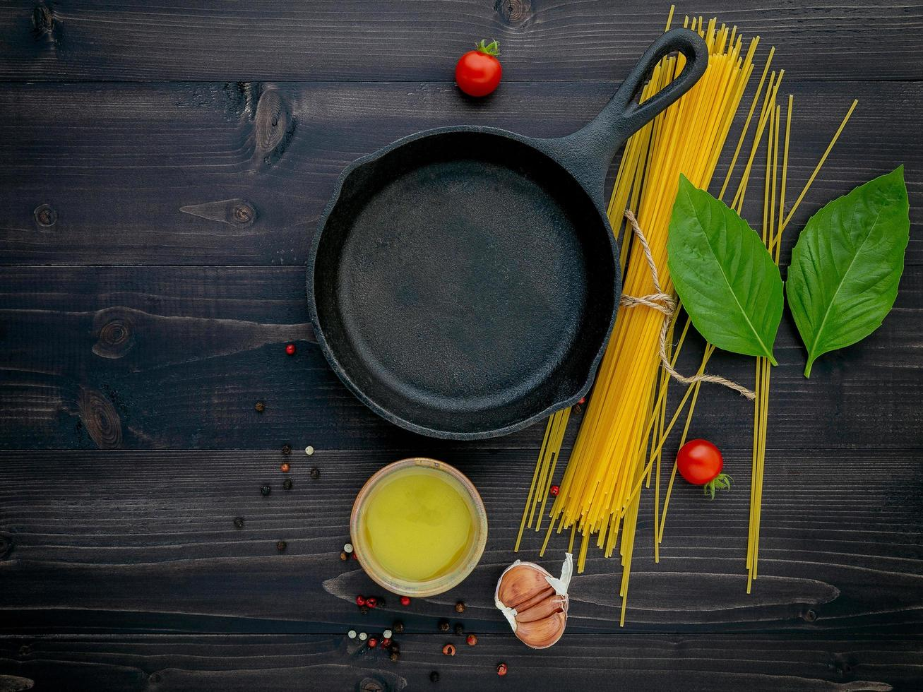 Skillet and spaghetti ingredients photo