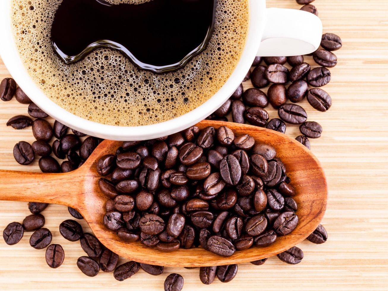 taza de café y frijoles foto