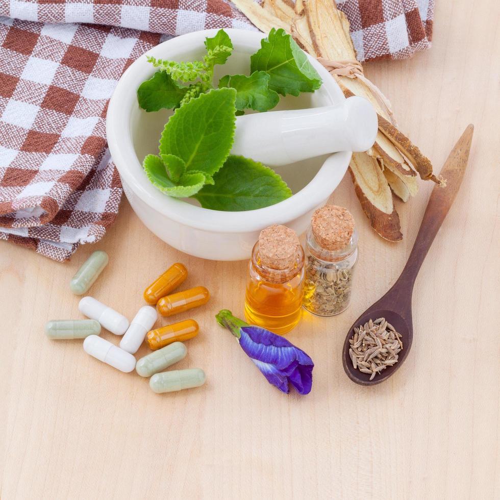 artículos de salud alternativos en una mesa foto