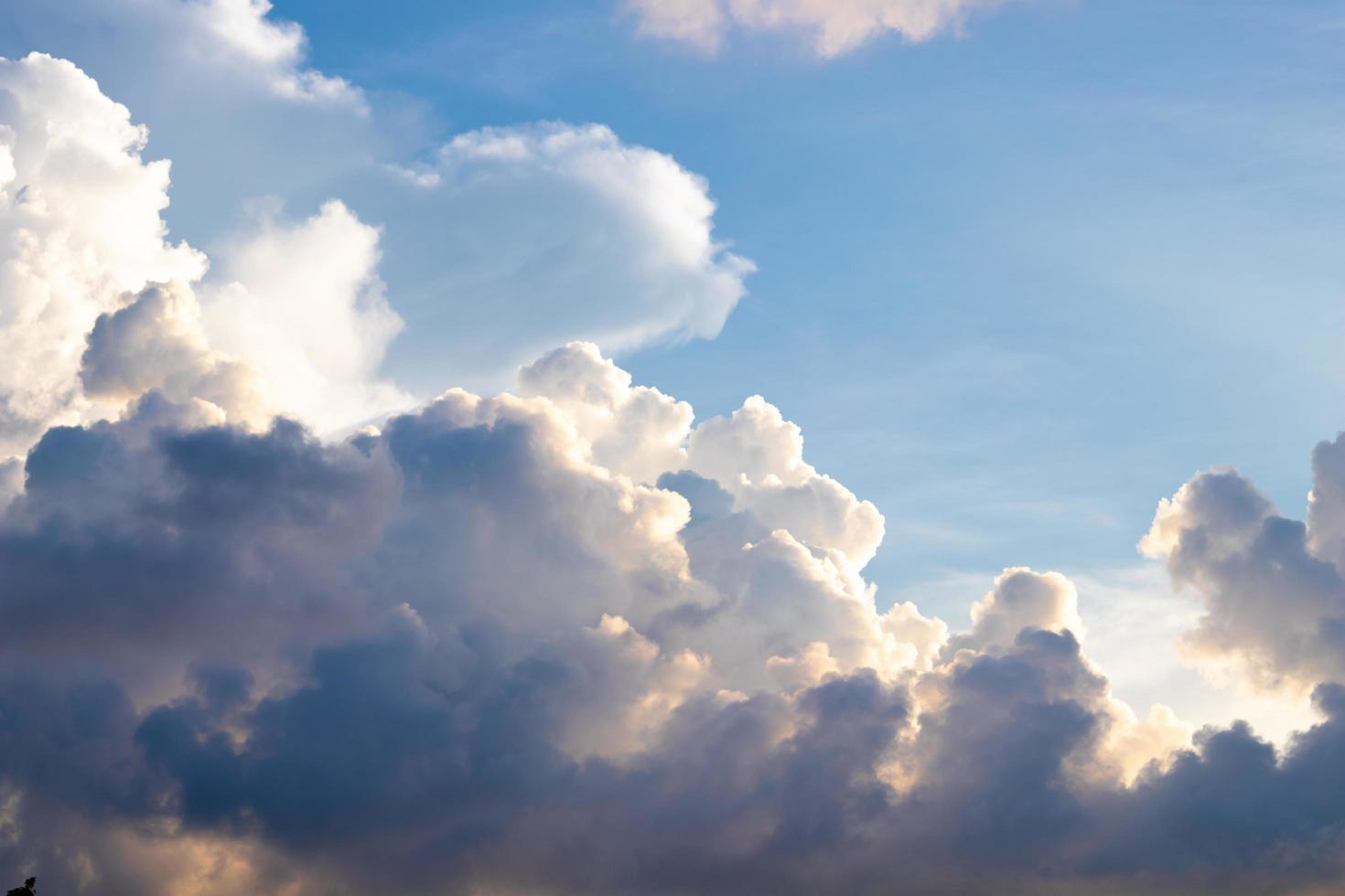 hermoso cielo nublado foto