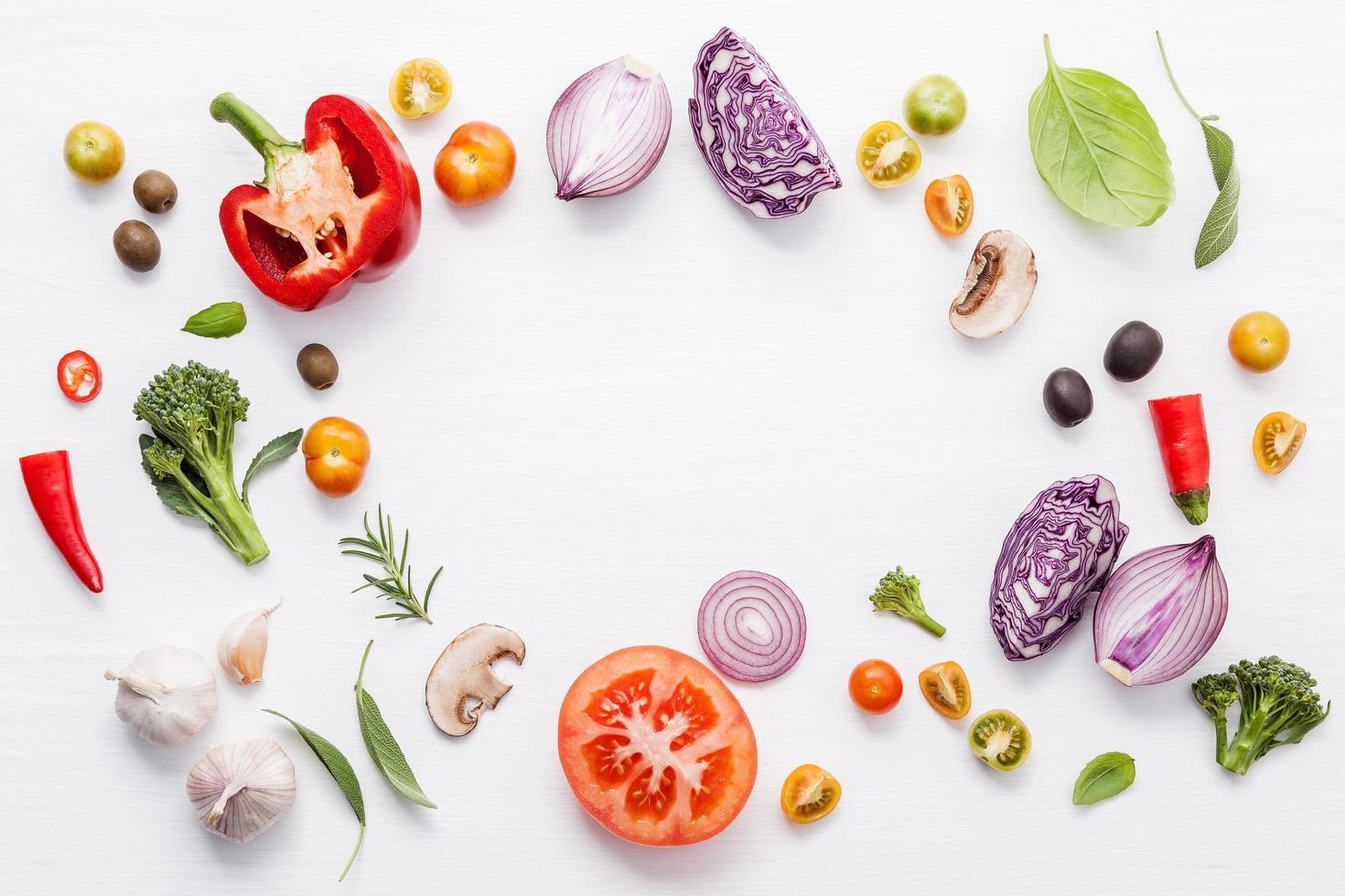 círculo de ingredientes italianos frescos foto