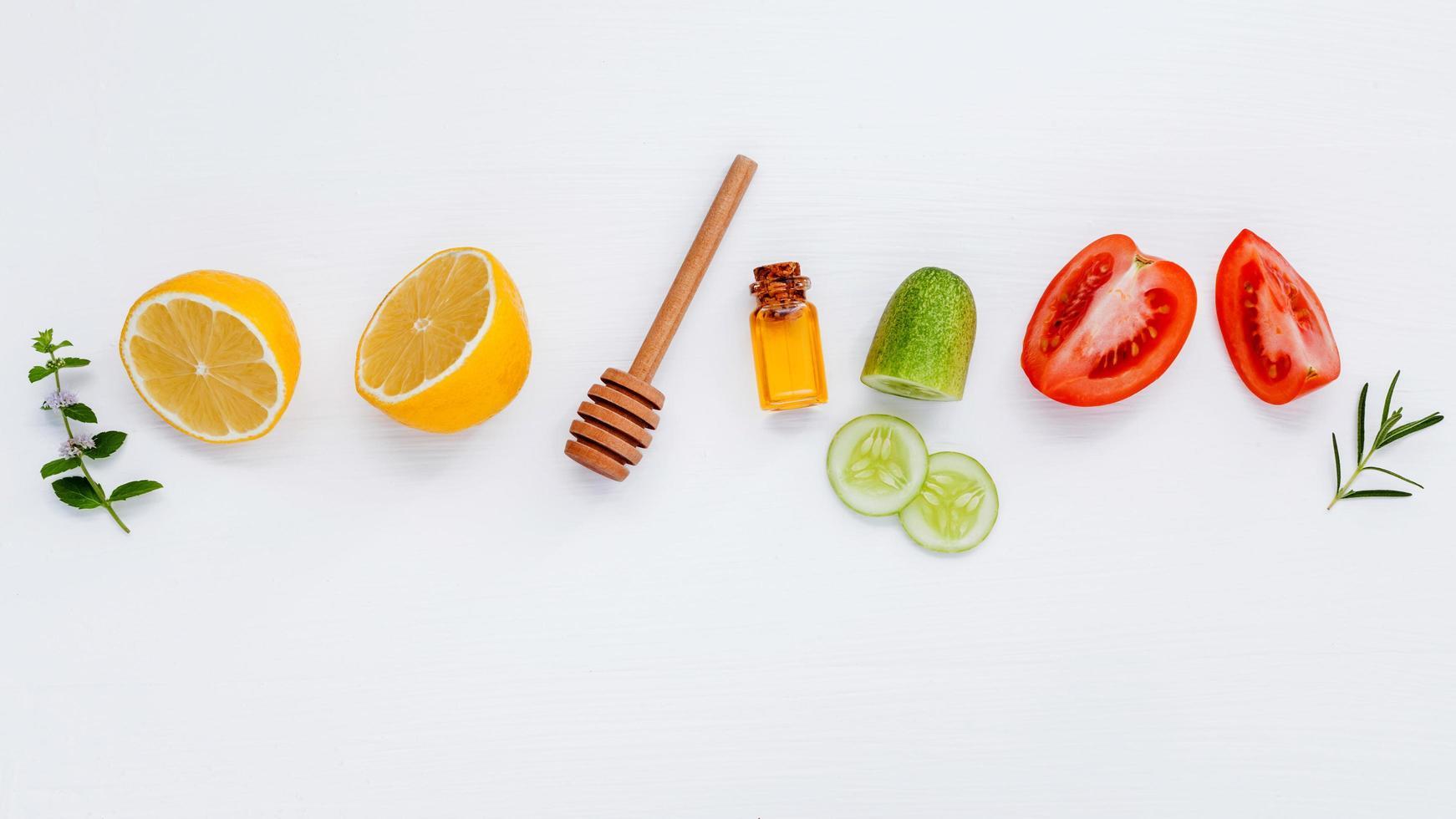 ingredientes frescos para el cuidado de la piel foto