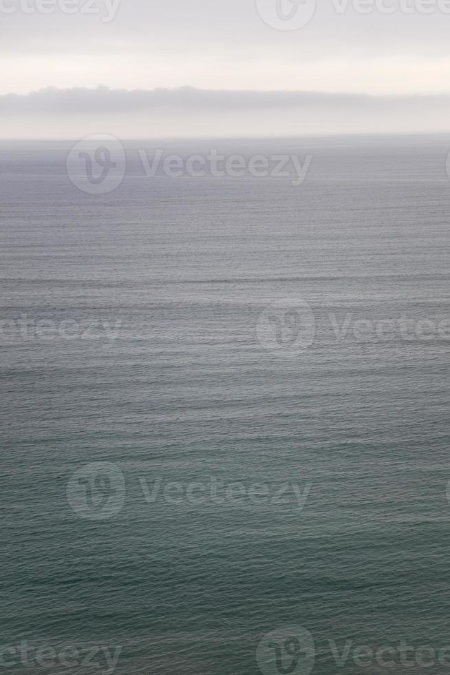 horizonte del océano tranquilo foto