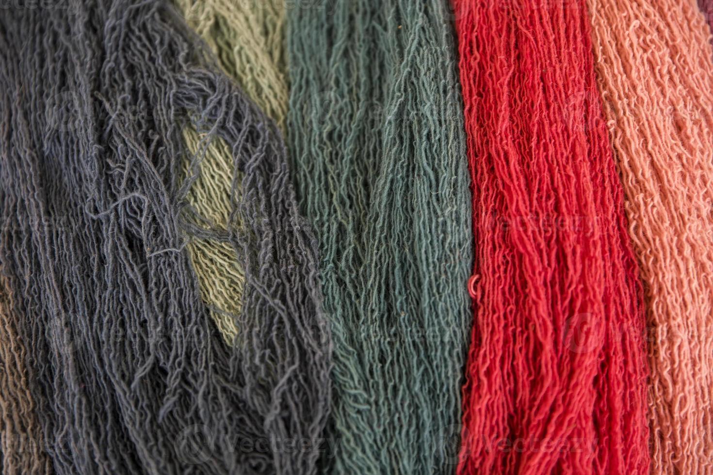 hilos de lana de colores foto