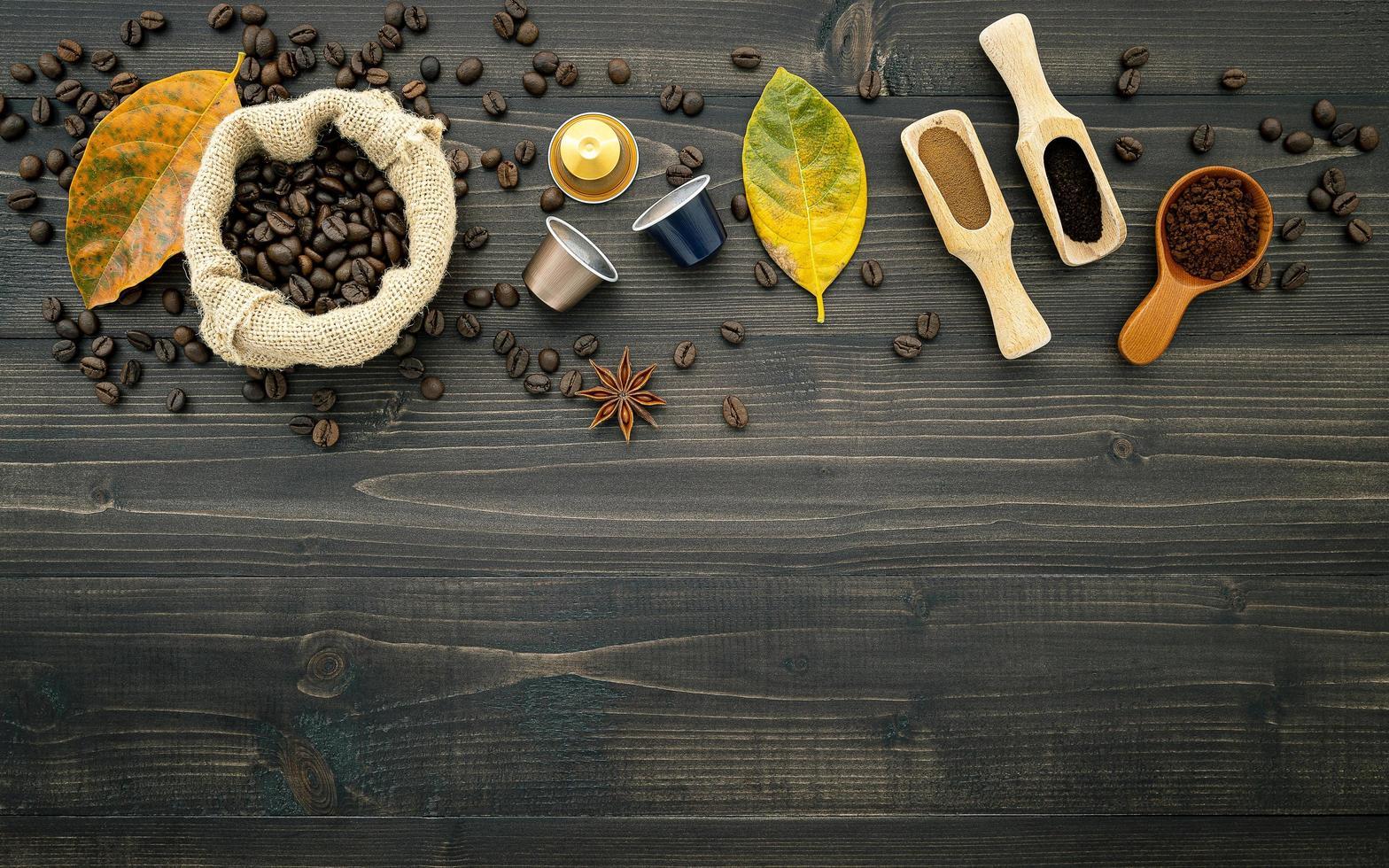 hojas y cafe foto