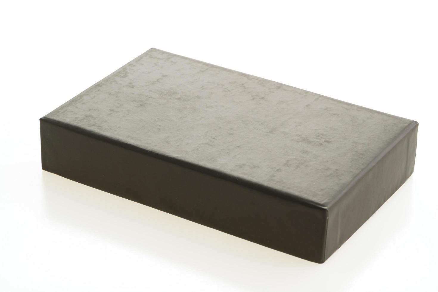 caja negra vacía sobre fondo blanco foto
