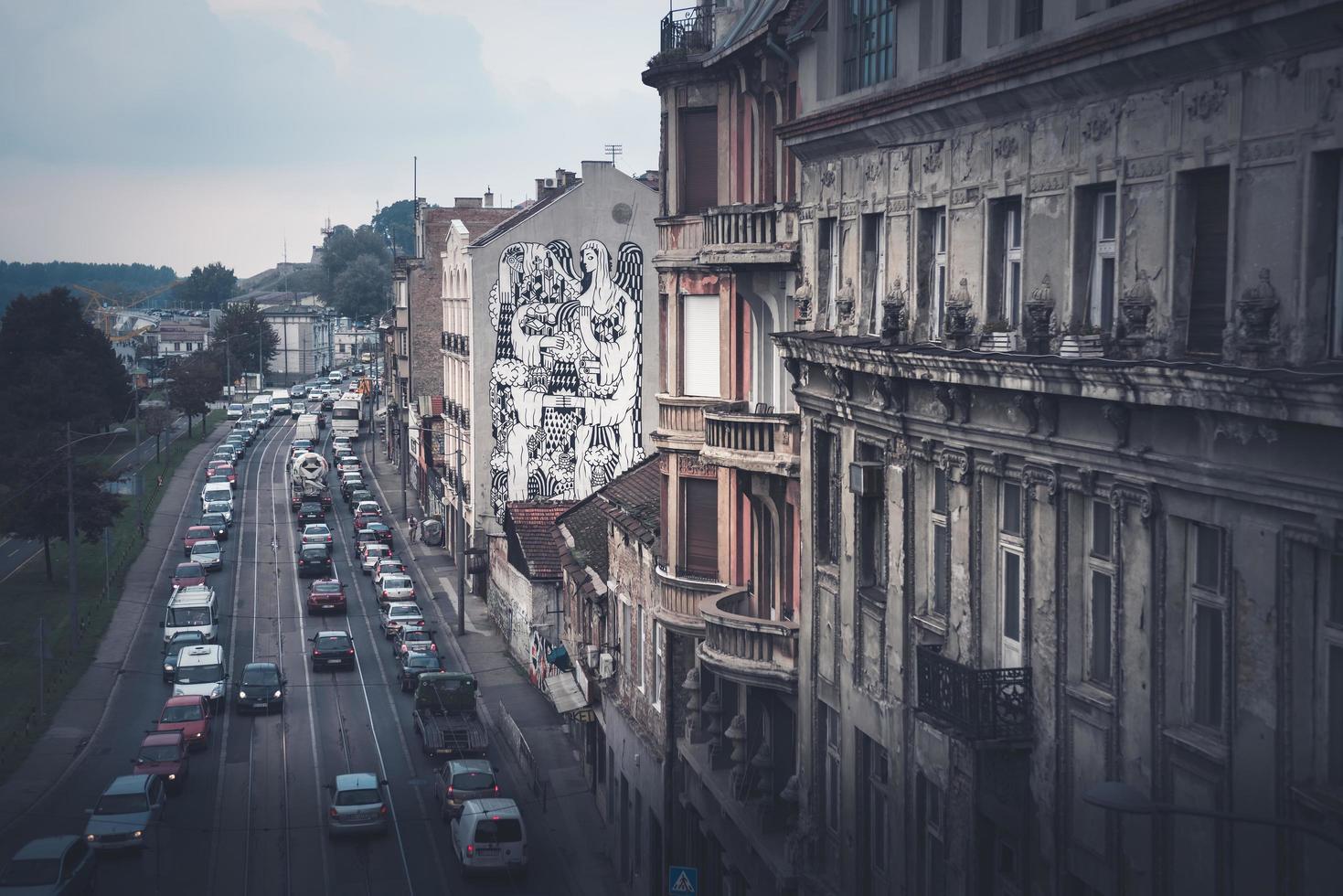 Belgrado, Serbia 2015-- Calle Karadjordjeva y paisaje urbano de Belgrado, vista desde el puente Brankov foto